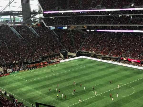 Mercedes-Benz Stadium, secção: 334, fila: 4, lugar: 18