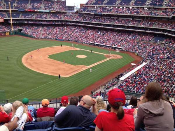 Citizens Bank Park, secção: 330, fila: 6, lugar: 23