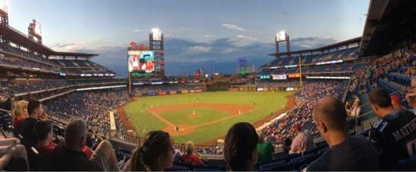 Citizens Bank Park, secção: 220, fila: 5, lugar: 9