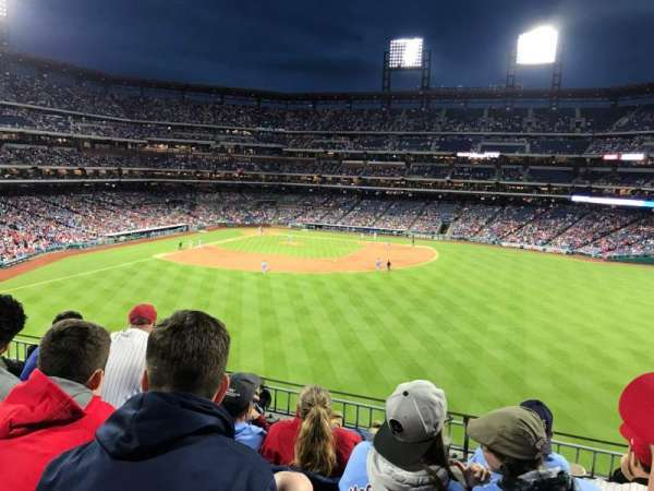 Citizens Bank Park, secção: 201, fila: 4, lugar: 9