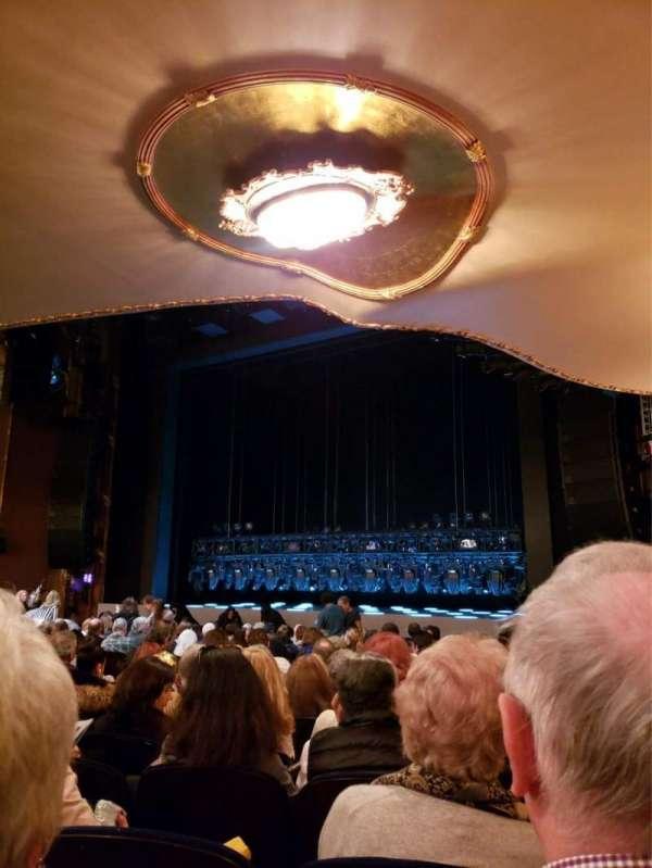Lunt-Fontanne Theatre, secção: Orchestra R, fila: R, lugar: 20