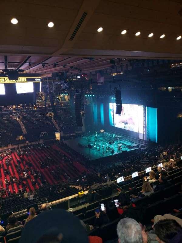 Madison Square Garden, secção: 211, fila: 10, lugar: 1