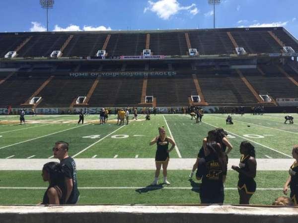 M. M. Roberts Stadium, secção: D, fila: 3, lugar: 8