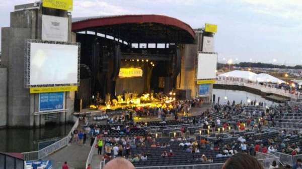 Jones Beach Theater, secção: 16, fila: HH, lugar: 9