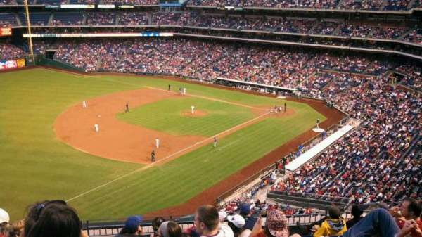 Citizens Bank Park, secção: 330, fila: 8, lugar: 23