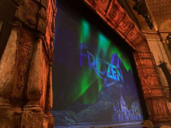 St. James Theatre, secção: Orchestra L, fila: C, lugar: 11