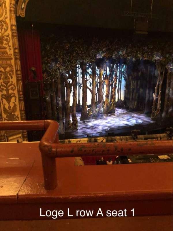 Cadillac Palace Theater, secção: Loge L, fila: A, lugar: 1