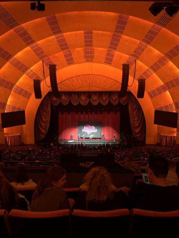 Radio City Music Hall, secção: 2nd Mezzanine 4, fila: F, lugar: 405