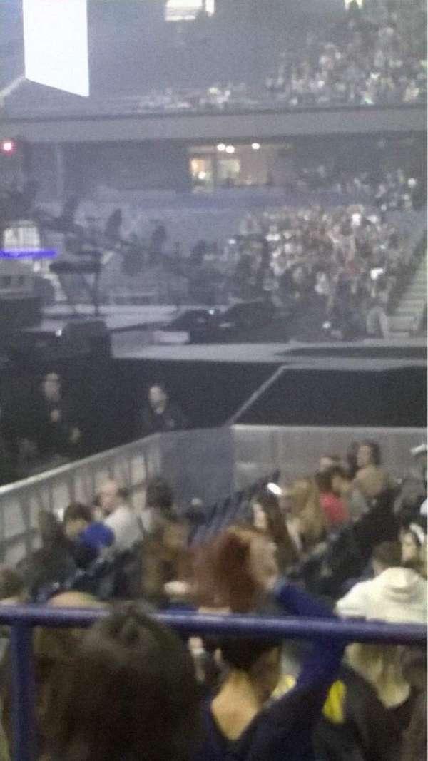 Allstate Arena, secção: 103, fila: D, lugar: 8