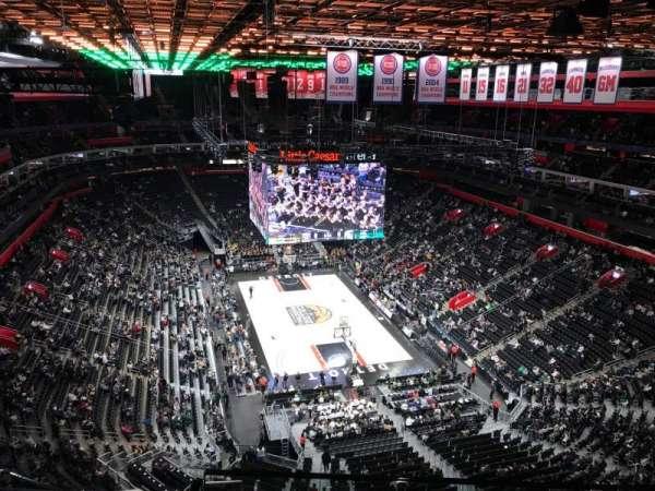 Little Caesars Arena, secção: 204, fila: 8, lugar: 12