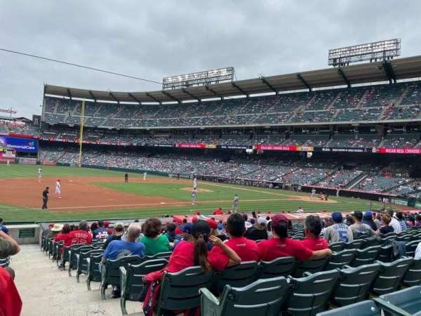 Angel Stadium, secção: 109, fila: U, lugar: 18