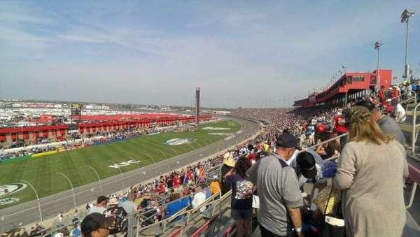 Auto Club Speedway, secção: 44, fila: 31, lugar: 11