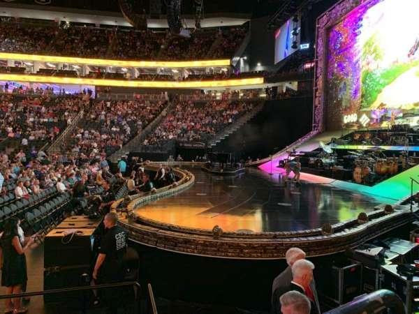 T-Mobile Arena, secção: 18, fila: C, lugar: 4