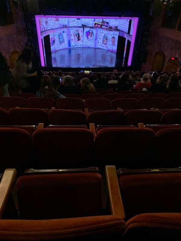 August Wilson Theatre, secção: Mezzanine C, fila: P, lugar: 112