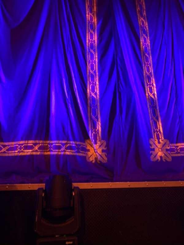 Brooks Atkinson Theatre, secção: Orchestra C, fila: AA, lugar: 105