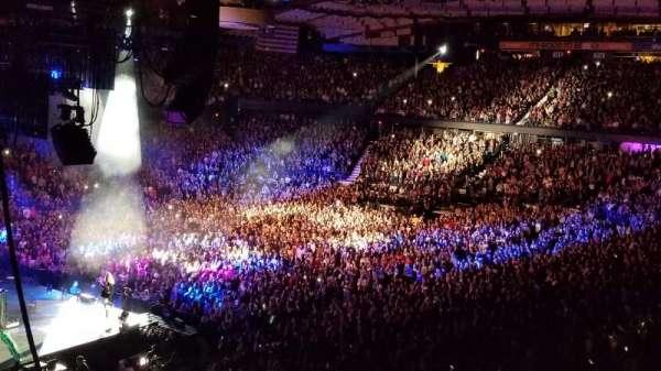 Allstate Arena, secção: 205, fila: E, lugar: 5