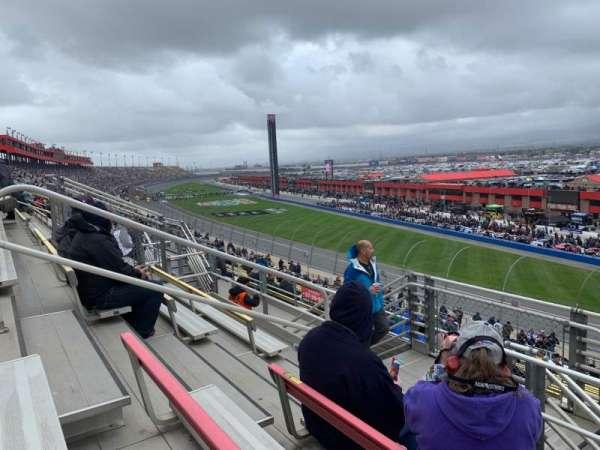 Auto Club Speedway, secção: 61, fila: 27, lugar: 12