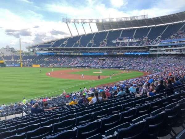 Kauffman Stadium, secção: 211, fila: LL, lugar: 1