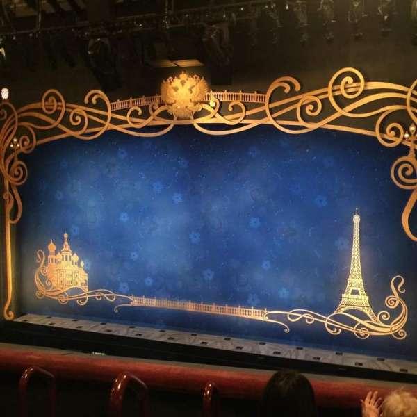 Broadhurst Theatre, secção: Mezzanine R, fila: D, lugar: 2-4