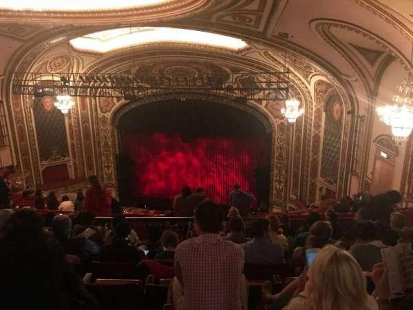Cadillac Palace Theater, secção: Balcony R, fila: T, lugar: 12