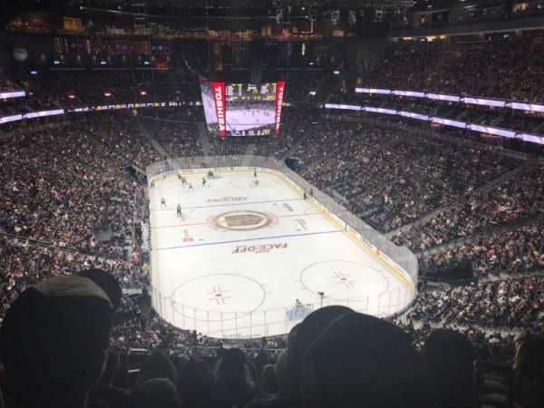 T-Mobile Arena, secção: 213, fila: J, lugar: 4