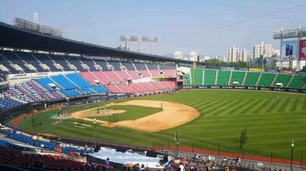 Jamsil Baseball Stadium, secção: 305, fila: 9, lugar: 83