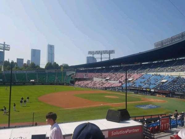 Jamsil Baseball Stadium, secção: 220, fila: 6, lugar: 56