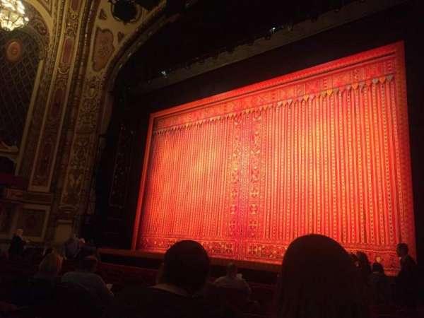 Cadillac Palace Theater, secção: Orchestra R, fila: J, lugar: 10