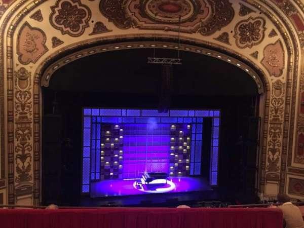 Cadillac Palace Theater, secção: Balcony LC, fila: D, lugar: 306