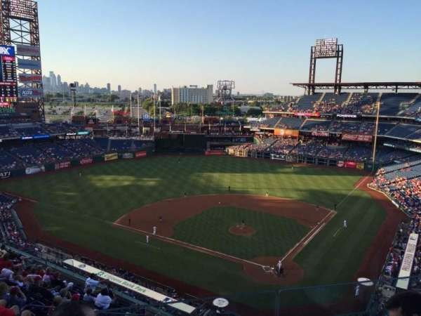 Citizens Bank Park, secção: 422, fila: 3, lugar: 20