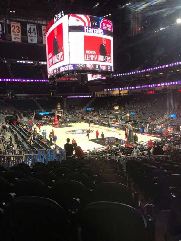 State Farm Arena, secção: 104, fila: M, lugar: 12