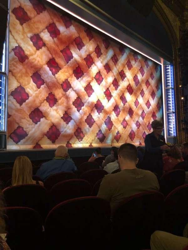 Brooks Atkinson Theatre, secção: Orchestra L, fila: F, lugar: 13