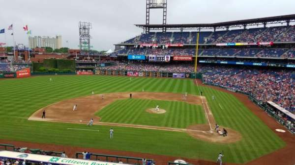 Citizens Bank Park, secção: 227, fila: 2, lugar: 5
