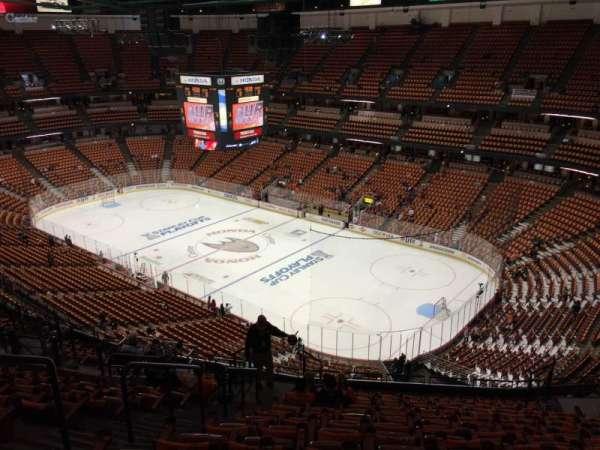 Honda Center, secção: 428, fila: Q, lugar: 11