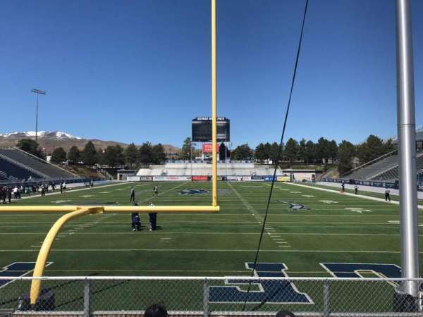 Mackay Stadium, secção: Bleachers, fila: 5, lugar: Center Sec