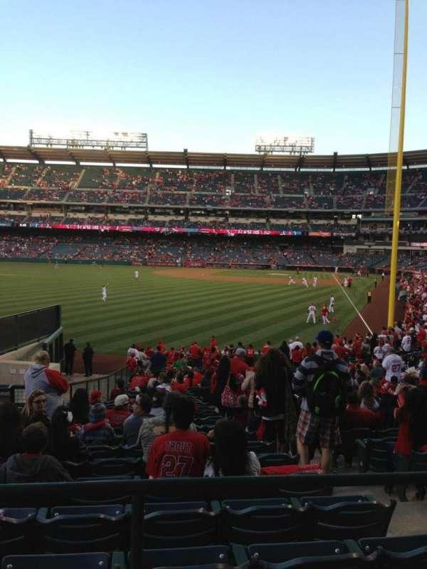 Angel Stadium, secção: 201, fila: A, lugar: 2