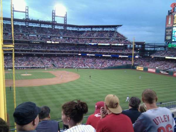 Citizens Bank Park, secção: 204, fila: 4, lugar: 17