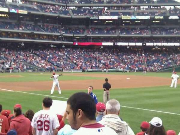 Citizens Bank Park, secção: 111, fila: 9, lugar: 3