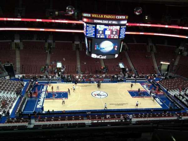Wells Fargo Center, secção: 212, fila: 10, lugar: 13