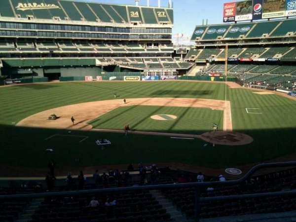 Oakland Coliseum, secção: 220, fila: 3, lugar: 12