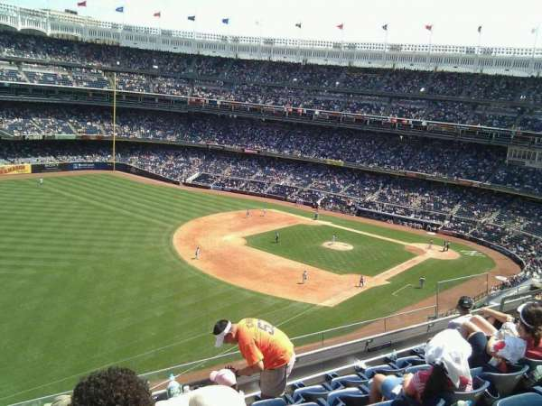 Yankee Stadium, secção: 330, fila: 6, lugar: 13
