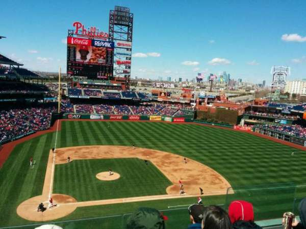 Citizens Bank Park, secção: 317, fila: 4, lugar: 5