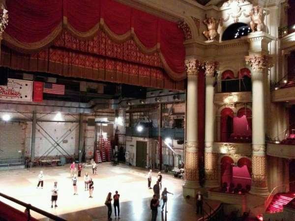 Academy of Music, secção: balcony h, fila: bb, lugar: 7