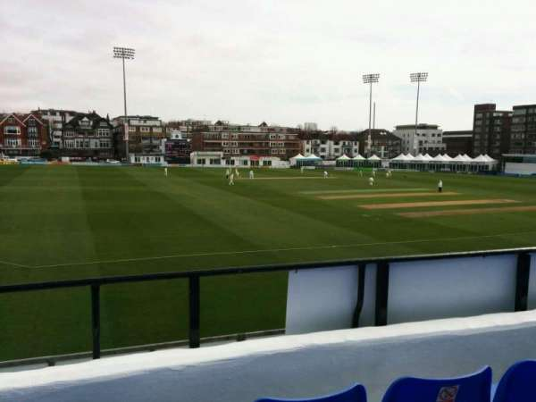 County Cricket Ground (Hove), secção: L, fila: c, lugar: 41