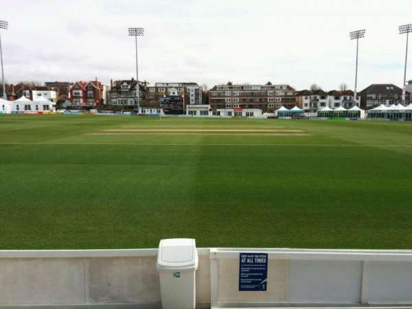 County Cricket Ground (Hove), secção: B, fila: c, lugar: 32