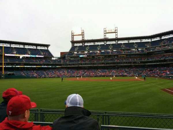 Citizens Bank Park, secção: 142, fila: 3, lugar: 2