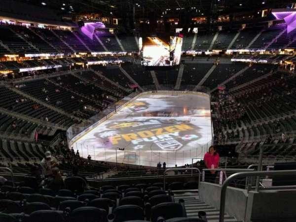 T-Mobile Arena, secção: 102, fila: j, lugar: 12