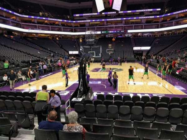 Golden 1 Center, secção: 126, fila: h, lugar: 9