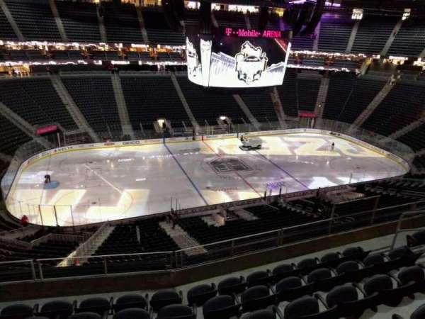 T-Mobile Arena, secção: 203, fila: f, lugar: 7