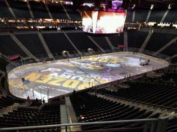 T-Mobile Arena, secção: 202, fila: b, lugar: 5